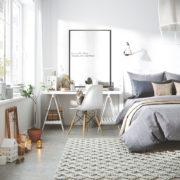 Cửa sổ kính sẽ giúp phòng ngủ của bạn đón được nhiều ánh sáng tự nhiên hơn.