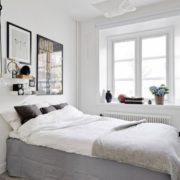 Tone trắng chủ đạo là lựa chọn hoàn hảo nhất cho phòng ngủ thiếu ánh sáng.